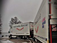 Lastbil med släp vintertid